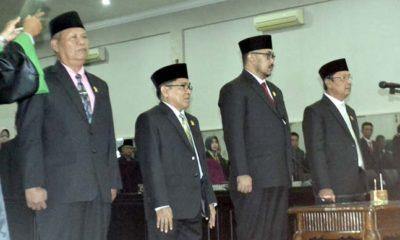 DISUMPAH: Empat pimpinan DPRD Bondowoso 2019-2024 dilantik melalui rapat paripurna istimeewa pengucapan sumpah/janji oleh Ketua PN Bondowoso. (foto:ido)
