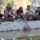 Dandim 0822 Bondowoso Letkol Inf. Jadi (kacamata) meramaikan lomba pancing di kolam ikan Koramil Tenggarang. (ido)