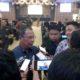 H Ahmad Dafir tengah memberikan keterangan seusai sidang Paripurna (foto dul memontum.com)