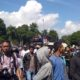 Aksi Demo di depan kantor Pemkab.Bondowoso ( foto dul.memontum.com)