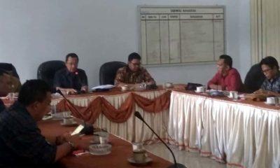 Hearing; pimpinan DPRD temui aktivis peduli Bondowoso.(foto dul.memontum.com)