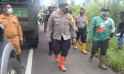 Pasca Banjir dan Longsor Ijen, TNI dan Polri Bersihkan Material Banjir
